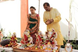 L to R Vaishali Shah, Pandit Yashwant Maharaj from Nairobi CGHU Temple