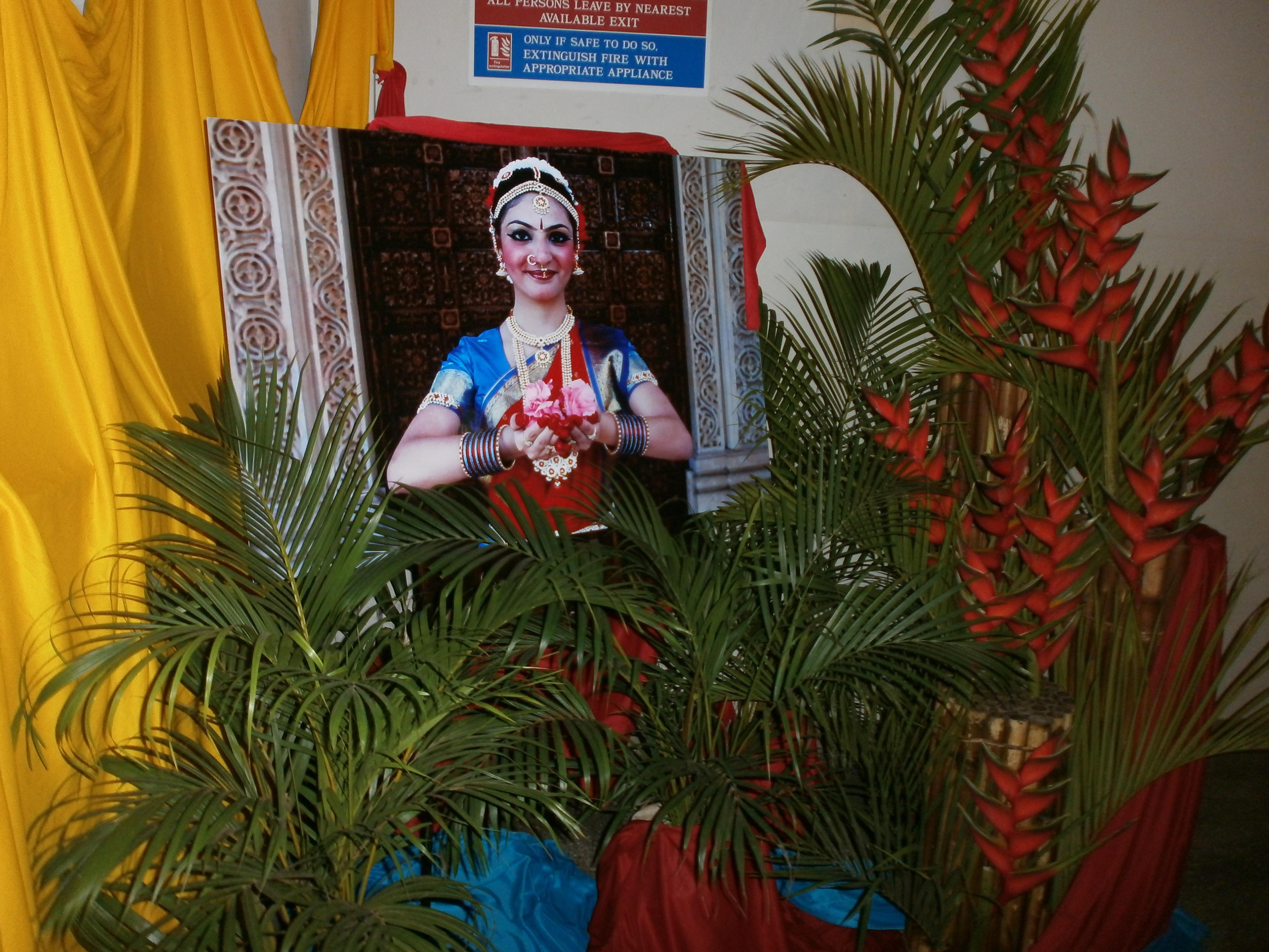 Asian scene prachi savani shines at dance graduation 6th for Arangetram decoration ideas
