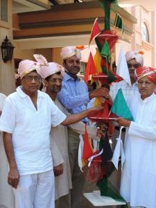 L to R Nilesh Shah, Dr Minesh Shah, Rajesh Shah, Niru Shah, Narotham Shah (TX)