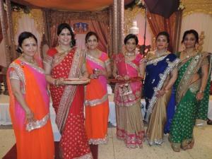 L to R Shanta Ashok, Smita Vishram, Manu Varsani, Kastur Vishram, Danvanti Gorsia, Sonal Patel