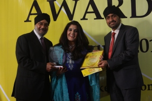 L to R Amarjit Gahir, Kamal Kaur Winner of Best Radio, Birey Chatthe