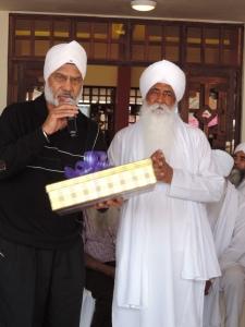 L to R Joginder S Dhadialla (Chairman Siri Guru Singh Sabha), Bhai Sahib Mohinder Singh JI